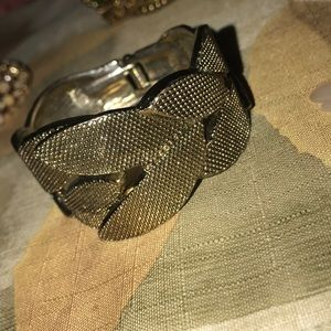 I'm selling a wrist bracelet. Self closing.